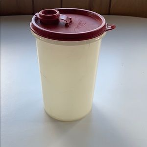 Tupperware container with lid